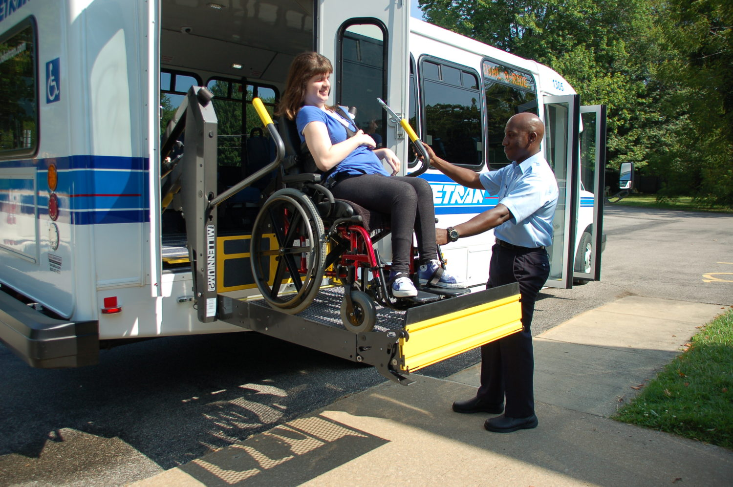 wc-rider-on-lift-with-driver-helping